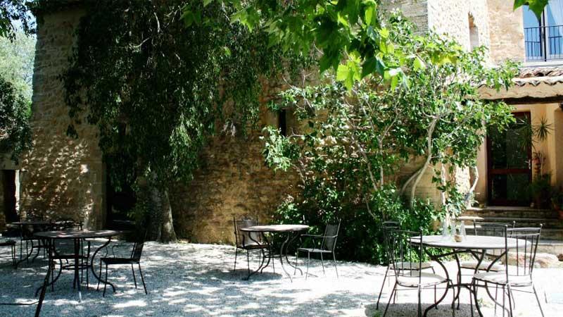 a-l-exterieur-le-catalan-les-espaces-communs